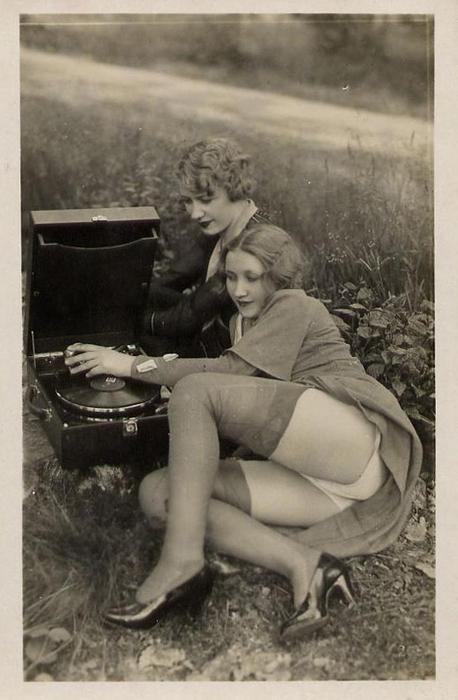 Фото женщин в чулках ретро
