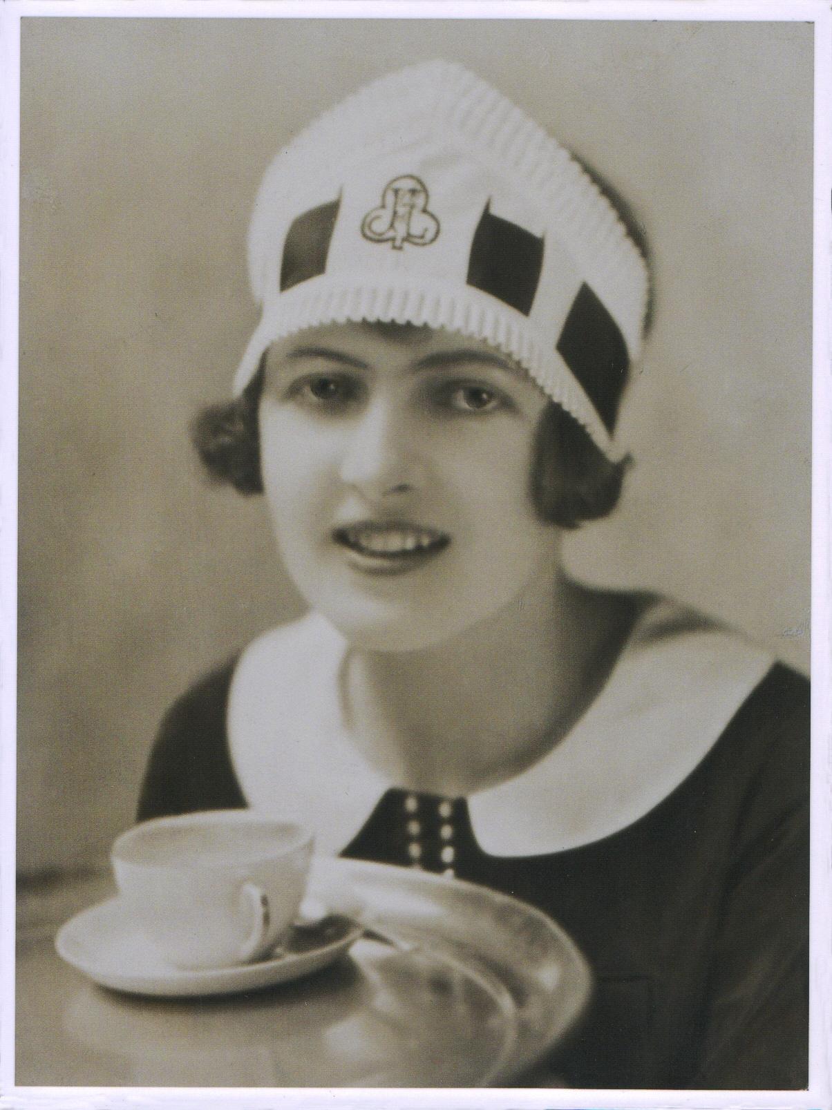 lyons-nippy-waitress-c-1930.jpg