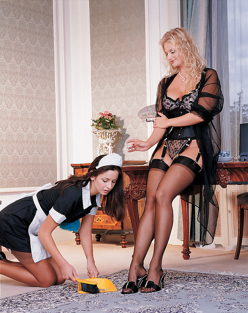 Наказывает руская служанку госпожа