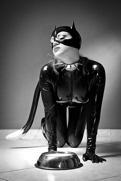 Связанная девушка в маске