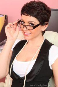 Bryoni Kate – Sexy specs