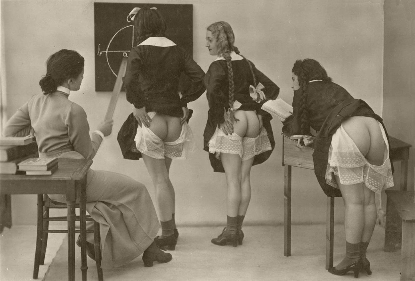 Спанкинг в панталонах 11 фотография