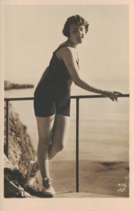 Bathing Belle (Alfred Noyer - Paris 410)  1930
