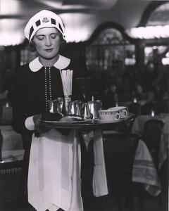 bill-brandt-a-lyons-nippy-miss-hibbott-1939