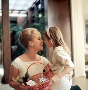 Debbie Reynolds and Carrie Fisher c1960